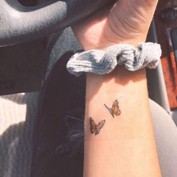 Awesome - Papillon tatouage  Tatouage; Tatouage papillon; Petit tatouage; Tatouage au dos; Bras Tat